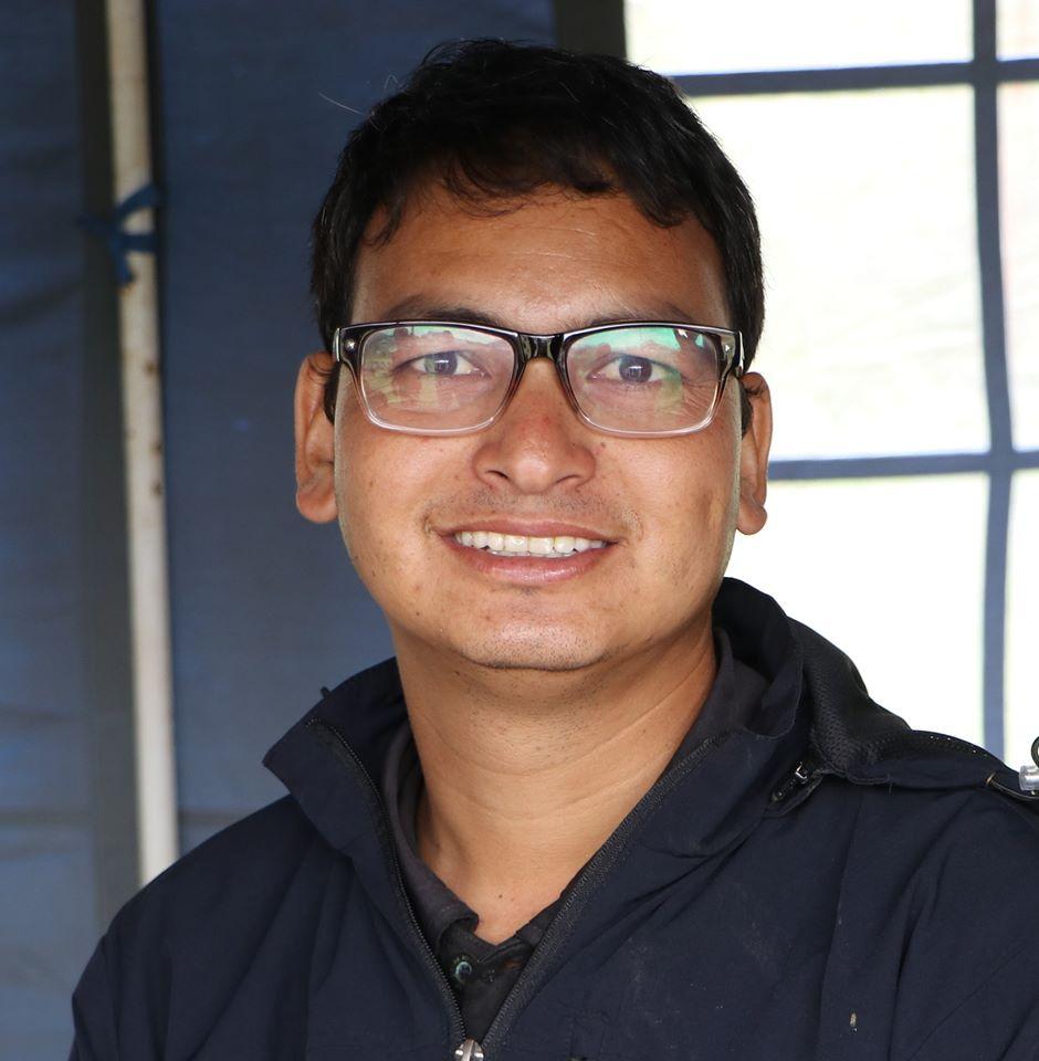 महेश नेपाली